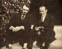 1920_03_04_Los_Angeles_Vicent_Ballester_Retrat_amb_gent_2